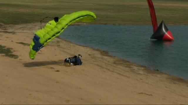 qeulque blesseur aprè q'il a tombè de sa parachute Stop-146c77a