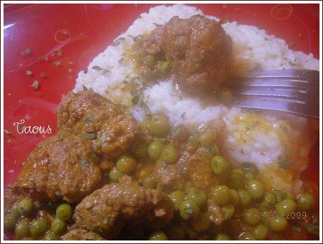 Boulette de viande et petits pois en sauce les saveurs partagees de taous - Boulette de viande en sauce ...